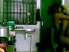 माँ रसोई में सेक्सी पिक्चर ओपन मूवी मिठाई के लिए खुद को तैयार करती है