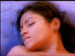 पति एक सोफे पर पत्नी की चूत को रगड़ता हुआ मांसपेशियों हिंदी में फुल सेक्सी मूवी को देखता है